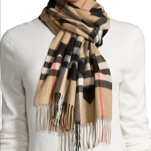 Burberry Check Heart Scarf